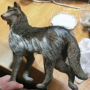 オオカミの群れを製作(6)植毛で毛皮を表現する