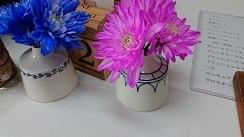 手作りの花瓶でお花飾りました