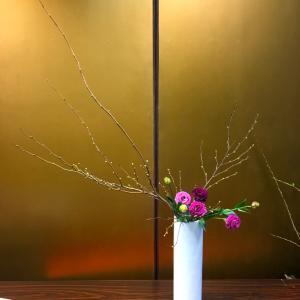 香港人の先生からから学ぶ草月生け花