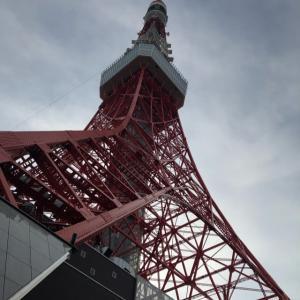 下から見た東京タワー
