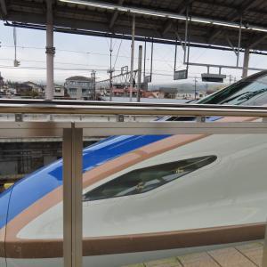 駅降りて、寒さに震える軽井沢。服装を間違えて、まずは買い物。