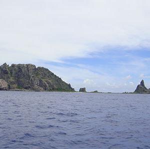 尖閣諸島に米軍基地誘致しょう!巨大な浮沈空母が作れ東シナ海の安全を守れ!