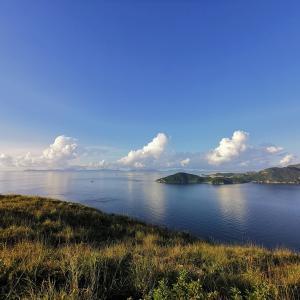 香港散策:玉桂山(Yuk Kwai Shan)。朝7時、玉桂山山頂。静かで綺麗で平和な時間(Ap Lei Chau) XIAOMIの画像とファーウェイの画像の質の違いがよく分かる。