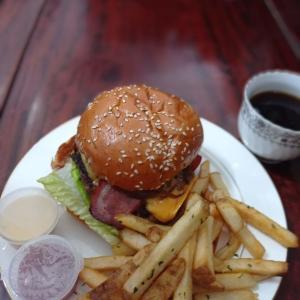 新しいプレミアムバーガーのお店(Causeway Bay)Premium Burger & Sandwich。お店の名前は何だろう(後日更新予定)