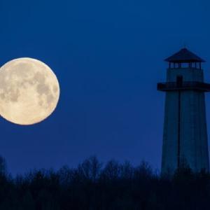月を撮影する・風景写真