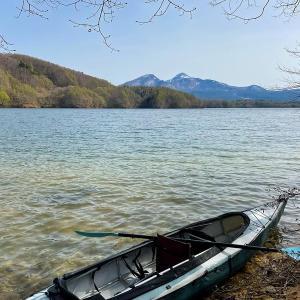カヤックはじめは春の裏磐梯へ〜小野川湖畔の家キャンプ場〜