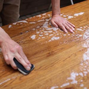 ダイニングテーブルをスッキリ丸洗い!