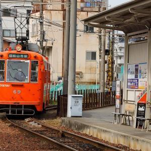 小さな駅で。