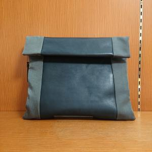 紺Xグレーの革とナイロンのショルダー/B.stuff