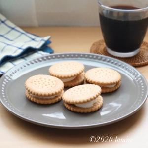 ダイソーの可愛すぎるお皿を用意して♡1分で作れるビスケットとマシュマロの簡単おやつ