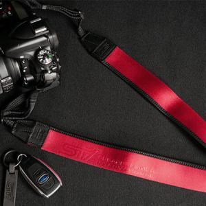 STIからストラップなど4種類のカメラ関連グッズが新発売