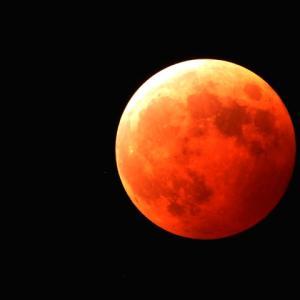 沖縄で見られた皆既月食の天体ショー