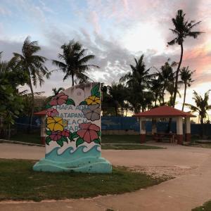 グアムで意外と穴場のビーチとは?サンセットを見ながらの散歩にぴったり「マタパンビーチ」
