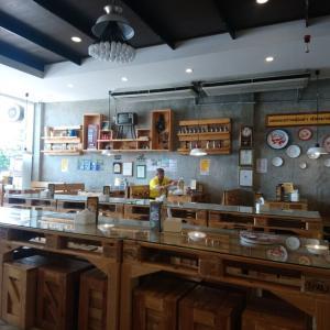 ホーロー食器のレストラン
