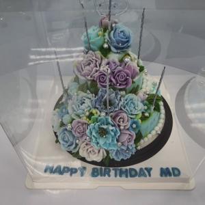 誕生日のケーキと驚きのプレゼント