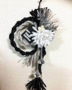 しめ縄飾りも白黒ハンドメイド