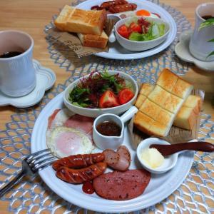 朝ごはん。トーストでワンプレート♪