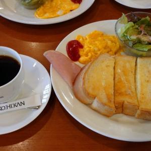 喫茶店でモーニング。お昼は博多ラーメン。それと...西鉄バス!