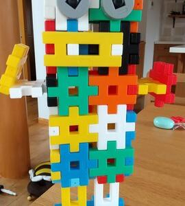 *ブロックで作ったロボット
