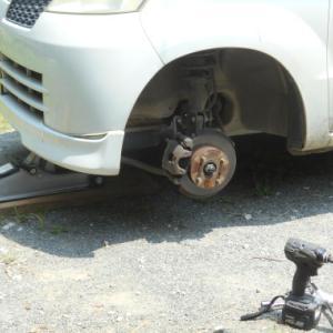 今日は暑いのにタイヤ交換・・・