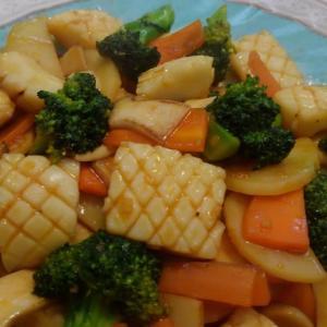 【食】モンゴウイカの季節の野菜炒め