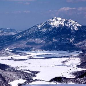 至仏山  ~箱庭のような、雪の尾瀬ケ原の絶景~