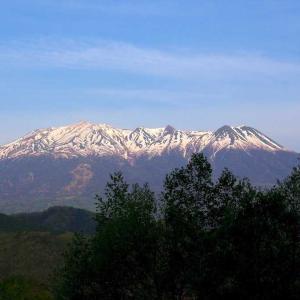 残雪の御嶽山    開田高原より