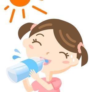 水分補給をする女の子のイラスト