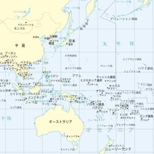 日本地図とオーストラリアの地図を眺める