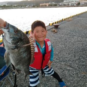 キャンプで釣った魚を食す。
