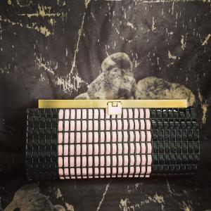 モーヴピンクの長財布