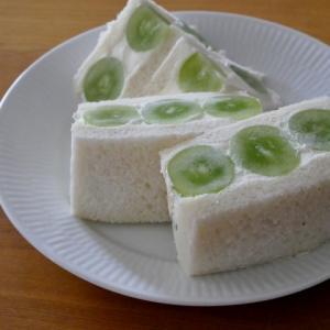 「福島県産シャインマスカット」のフルーツサンド