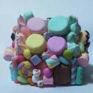 お菓子の家の貯金箱
