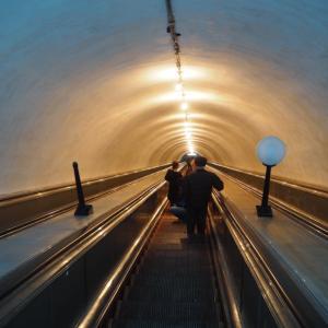 旧ソ連式の地下鉄に乗ってきた