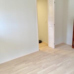 【日曜日の寝室】モノがない床の風景