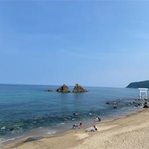 糸島の海で海水浴!!青い海と映える海鮮丼♪