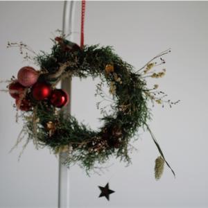 季節を楽しむ ぴょこぴょこクリスマスリース