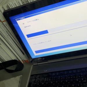 パソコンが、、、😂  in 泉州 岸和田市 リフォーム工事 & アルミサッシ屋 ONEスタイル ( ワンスタイル )