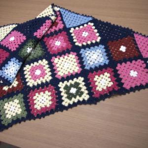 かぎ針編みの三角ショール