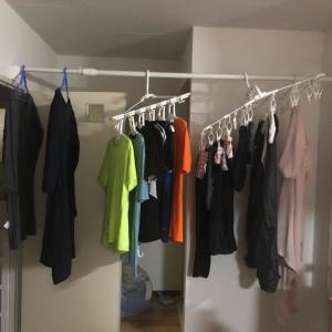 引っ越しました!雨の日の洗濯のために突っ張り棒を設置。
