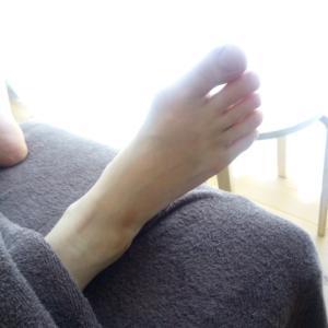 【足つぼ】足の指先まで細く!