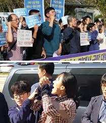 【朝鮮日報】警察官を制圧し米大使公邸の塀を越えても逮捕状棄却、警察から不満の声「基準はどうなっているのか」[10/23]