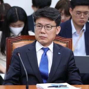 【韓国】与党議員「故ソウル市長をセクハラで批判するのは名誉棄損、冒涜、侮辱」 ネチズン発狂  [動物園φ★]