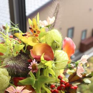 サーモンピンクの秋桜を使って