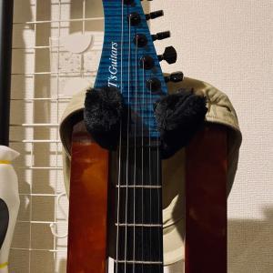 リバースヘッドのエレキギター。