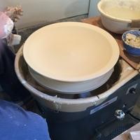 新型コロナウィルスがパンデミックに。 作ったるぜ。大物尺2皿。鎬と上絵付のリベンジだ。