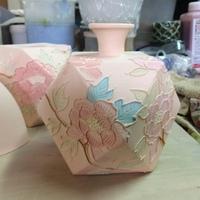 小型陶芸電気窯の発注、マルチフェイス鋳込み花瓶等の下絵付け