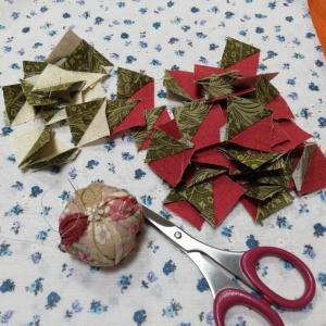 クリスマスみたいな小さな三角形とshopのお知らせ