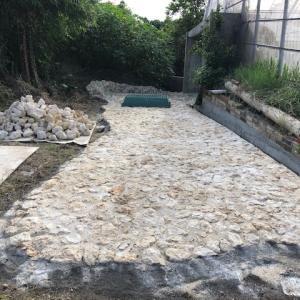 沖縄移住_庭に南国ガーデンを作りたい③琉球石灰岩の石畳を敷きます
