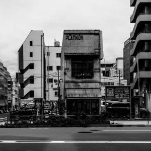 一軒だけ残った 神田駅近く中央通り沿い
